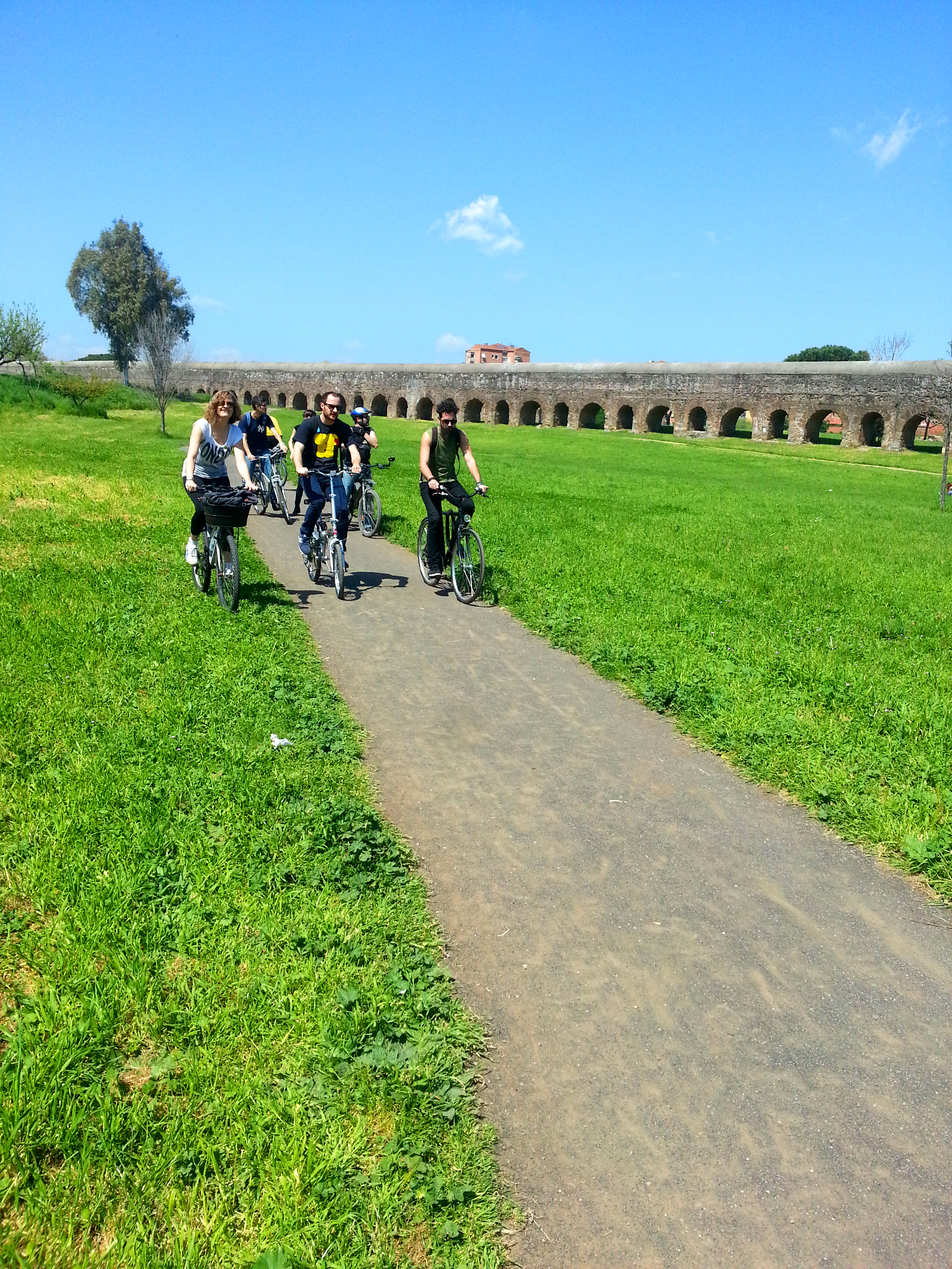 5 cheap and cheerful ideas for getting back to nature in Rome, including parks, beaches, bike routes, picnic ideas and lakes.